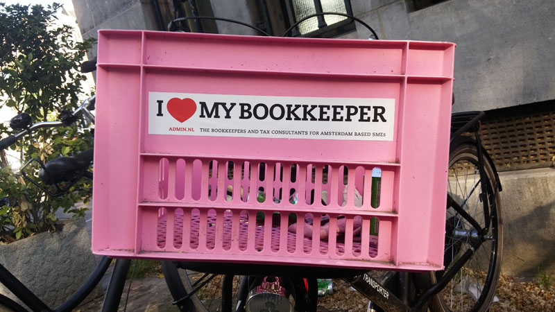 0212. www.admin.nl - I love my bookkeeper - sticker - fietskrat - bicycle crate - Fietsbakje licht roze - Association of Chartered Certified Accountants .jpg