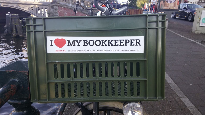0228. www.admin.nl - I love my bookkeeper - sticker - fietskrat - bicycle crate - Fietsbakje donkergroen - Bizdocs - BrightPay Payroll Software - tax advice.jpg