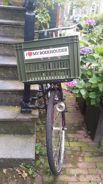 0229. www.admin.nl - I love my bookkeeper - sticker - fietskrat - bicycle crate - Fietsbakje donkergroen fiets - Clear Books accounting - Amsterdam 0.jpg