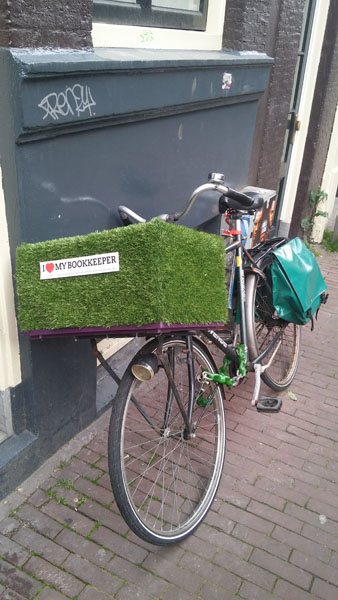0232. www.admin.nl - I love my bookkeeper - sticker - fietskrat - bicycle crate - Fietsbakje grasmat groen - kunstgras - synthetic turf - artificial grass.jpg