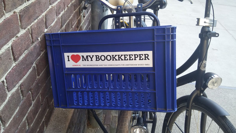 0238. www.admin.nl - I love my bookkeeper - sticker - fietskrat - bicycle crate - Fietsbakje blauw - Arthur Andersen - Big5 - holding company.jpg