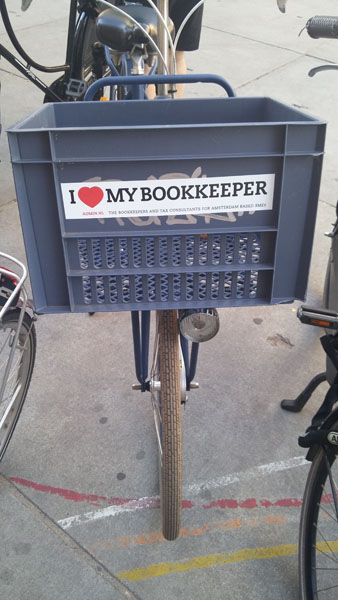 0246. www.admin.nl - I love my bookkeeper - sticker - fietskrat - bicycle crate - Fietsbakje blauw grijs fiets - Base Practice Support Ltd - Amsterdam .jpg