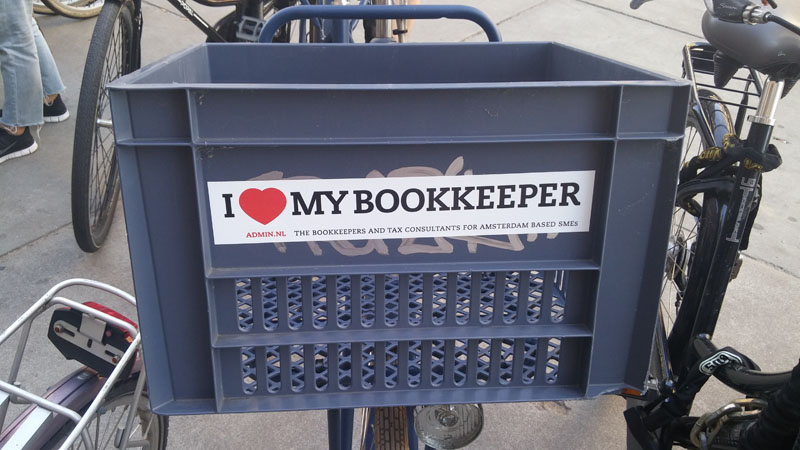 0247. www.admin.nl - I love my bookkeeper - sticker - fietskrat - bicycle crate - Fietsbakje blauw grijs - FreeAgent - Internal Revenue Service - Holland .jpg