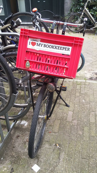 0259. www.admin.nl - I love my bookkeeper - sticker - fietskrat - bicycle crate - Fietsbakje roze rood - Amsterdam - Withholding - Voluntary compliance.jpg